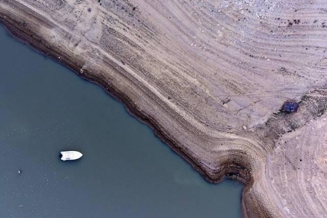 Embalse de Buendía, en la cabecera del Tajo, en noviembre, cuando estaba a solo el 10% de su capacidad por la sequía. PACO PUENTES