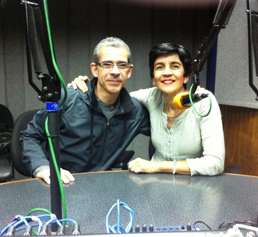 Alberto Blanco junto a Marisela Valero en el estudio. Foto Fernando Camacho