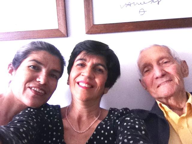 Nereida y Marisela Valero en un selfie con el Ingeniero García en su casa