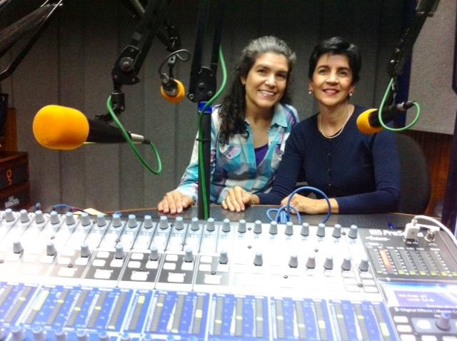 Nereida Guerra con Marisela Valero en el estudio. Foto Fernando Camacho